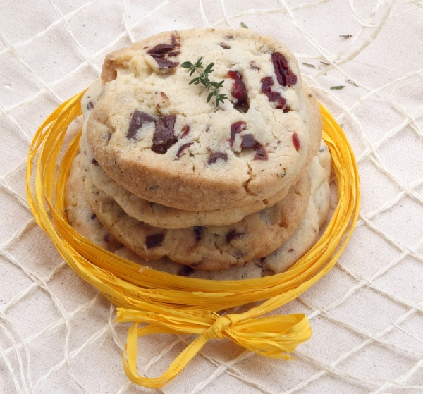 Shortbreads with Thyme, Dried Cranberries and Dark Chocolate